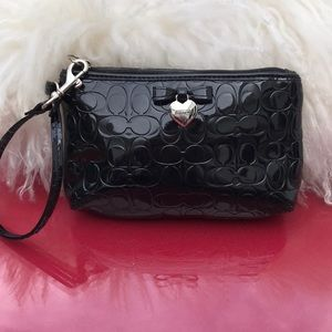 Coach patent leather wristlet in great condition